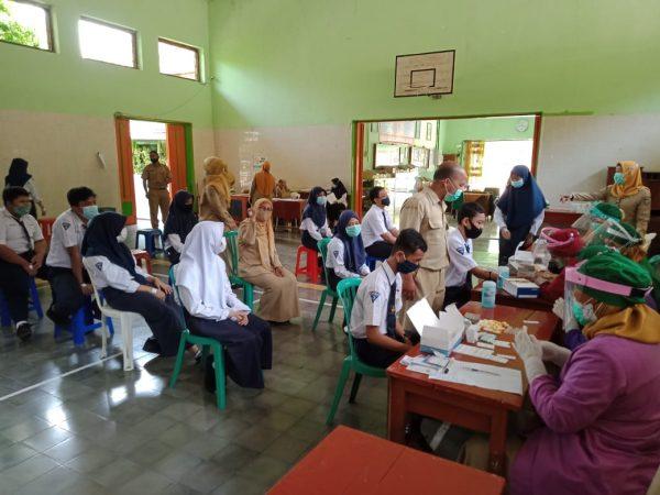 Pembelajaran Tatap Muka Berlangsung, Seluruh Guru, Karyawan, Siswa, maupun Warga Sekolah SMP Negeri 6 Madiun Menjalani Rapid Test